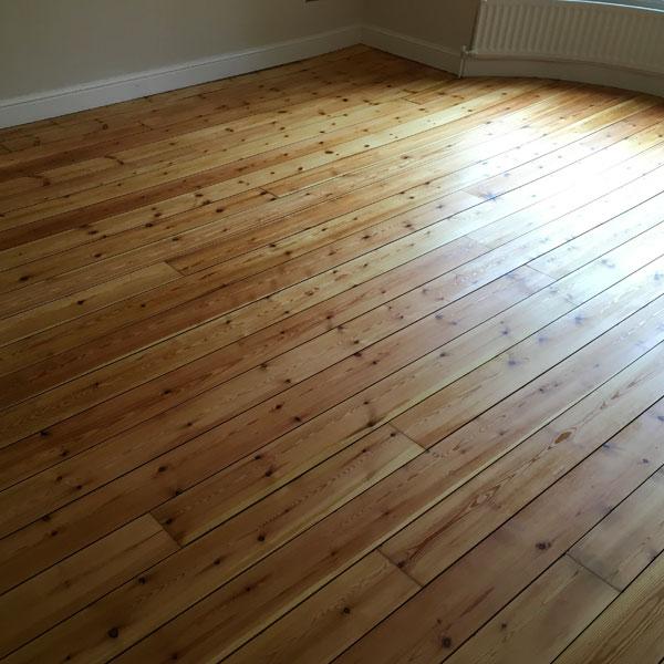 Solid Wood Pine Sanded Floor